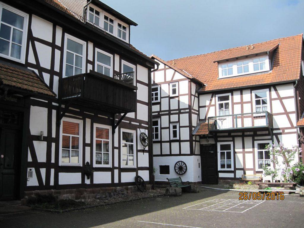 Die Alte Schule und das Alte Forsthaus