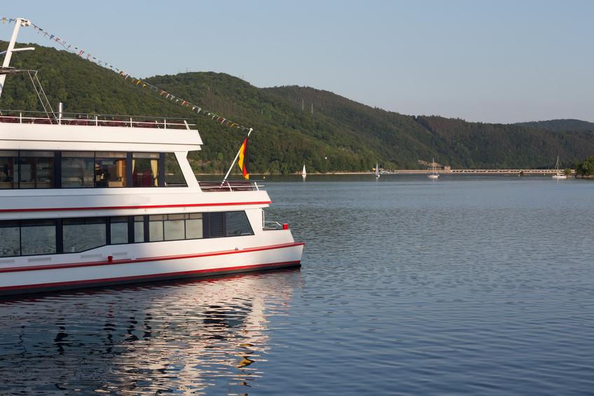 Touristenschiff auf dem Edersee