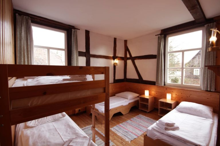 Schlafraum für 4 Personen mit 2 Einzel- und einem Etagenbett, Apartment 36 - Teil der FeWo Fuchs