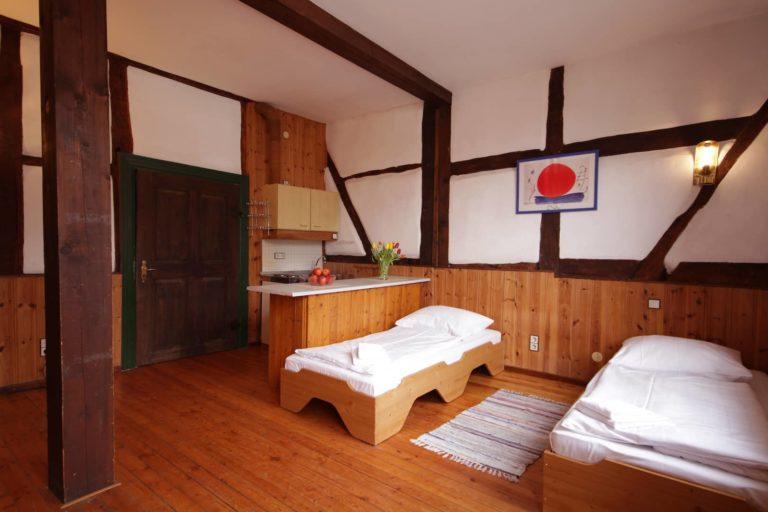 Schlafraum mit kleiner Kochmöglichkeit, Apartment 33 - Teil der FeWo Fuchs