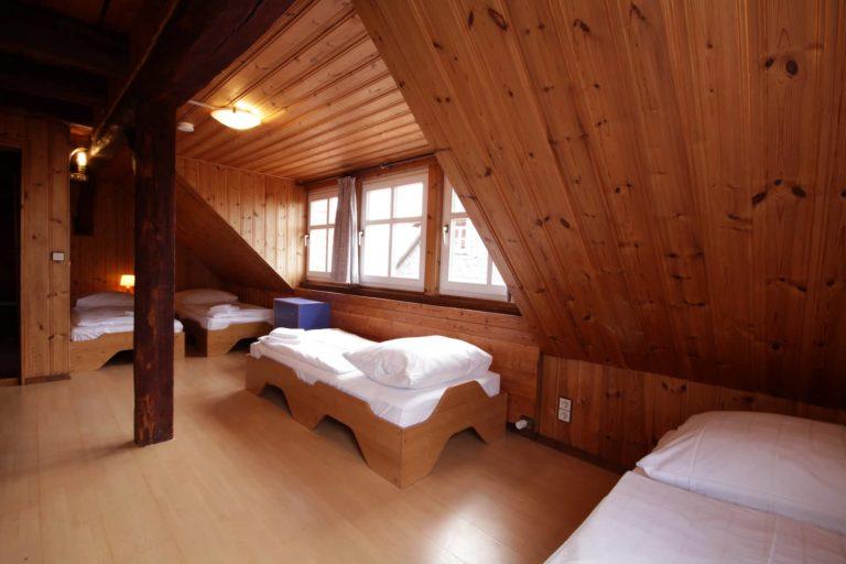 Gemütlicher Schlafraum für 4 Personen mit Einzelbetten -Teil der FeWo Heide