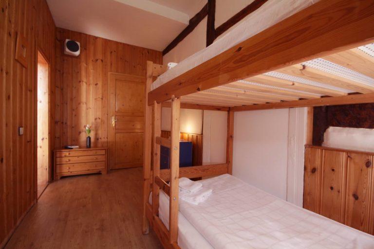 Schlafraum mit Etagenbett für 2 Personen, Durchgangszimmer, Apartment 25 - Teil der Fewo Dachs