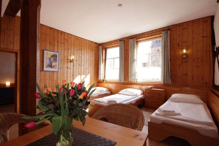 Schlafzimmer für 3 Personen mit Einzelbetten, Apartment 25 - Teil der FeWo Dachs