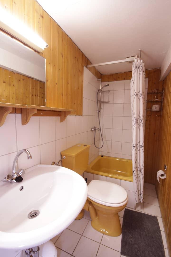 separate Dusche/WC Kombination von Apartment 62